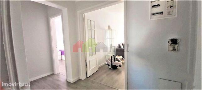 Apartamento T2, Remodelado, 3º piso, 2 varandas, arrecadação, Quinta d