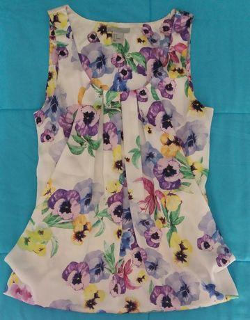 Blusa com amores perfeitos da marca H&M, tamanho 34