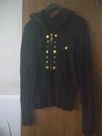 Sweter z zlotymi dodatkami