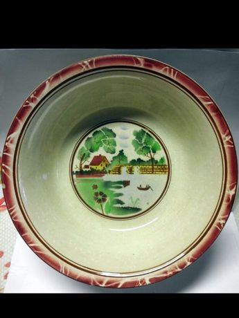 linda antiga taça em cerâmica CESOL