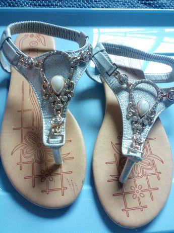 Sandálias tamanho 35