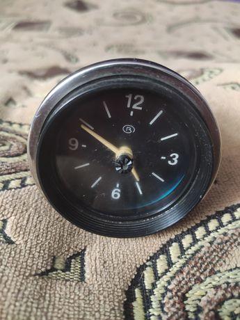 Продам оригинальные ваз автомобильные часы 2107 2106