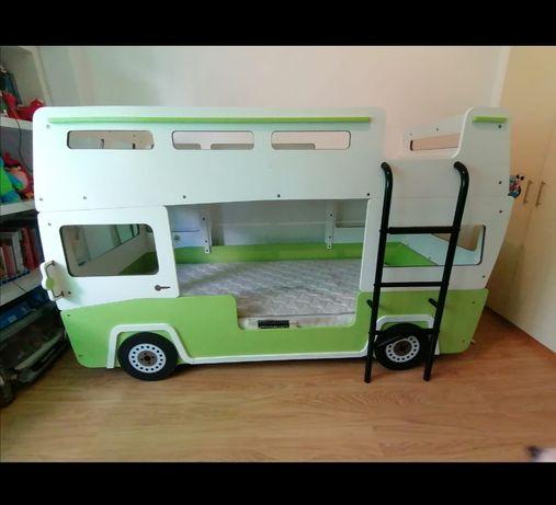 Cama beliche infantil, em forma de autocarro, da Conforama