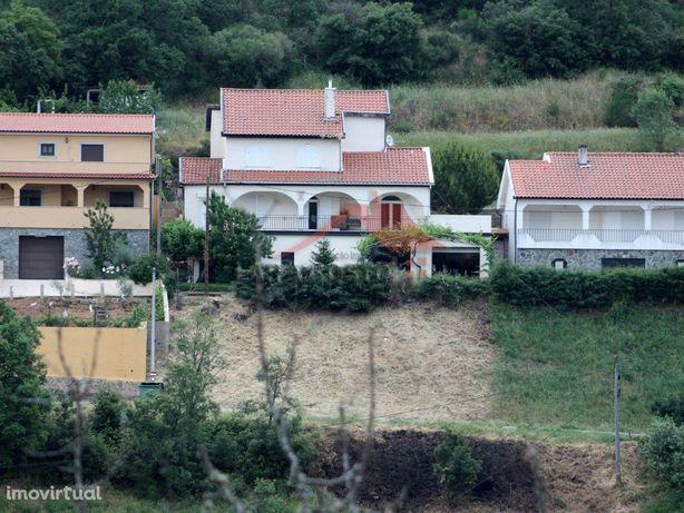 Vivenda em Macedo