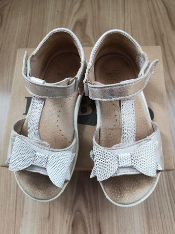 Skórzane, klasyczne sandałki dla dziewczynki polskiej firmy RenBut roz