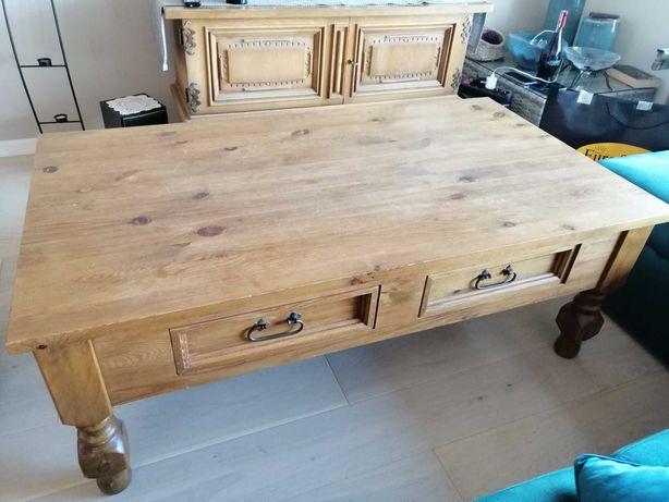 Drewniany, woskowany stolik kawowy