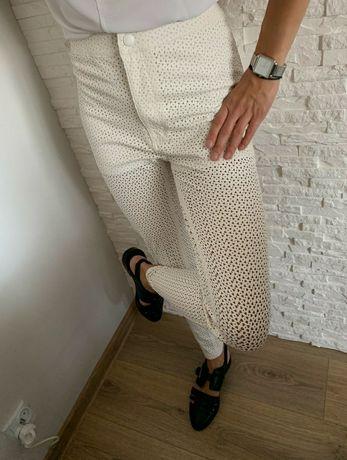 Białe żakardowe spodnie