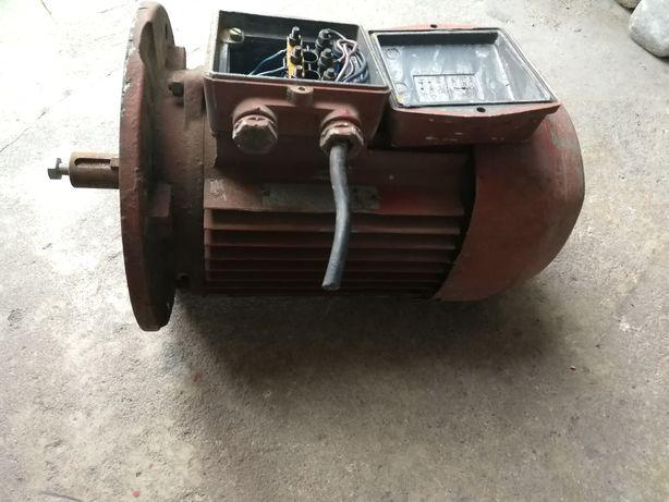 Silnik elektryczny kołnierzowy ok. 3 kW