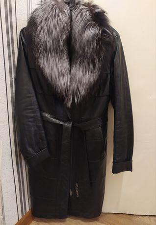 Красивое кожаное пальто
