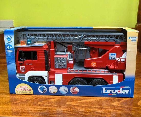 BRUDER 02771 MAN wóz strażacki woda dźwięk STRAŻ