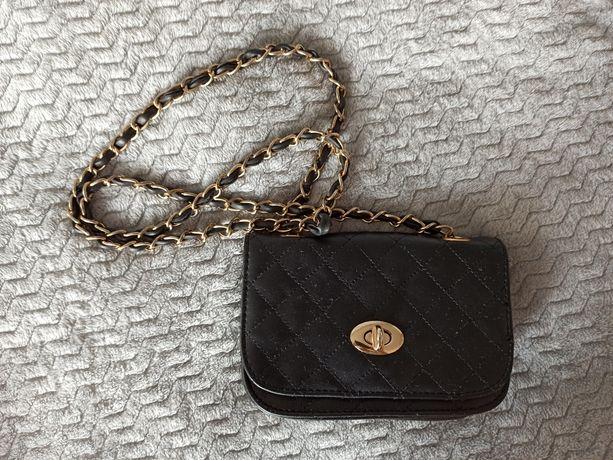 Czarna, mała torebka