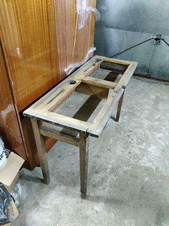 Stare proste biurko lekcyjne