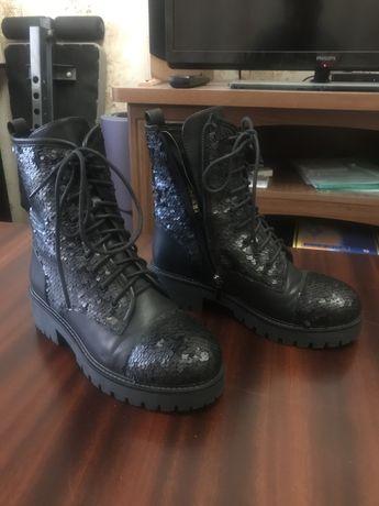 Ботинки с паетками
