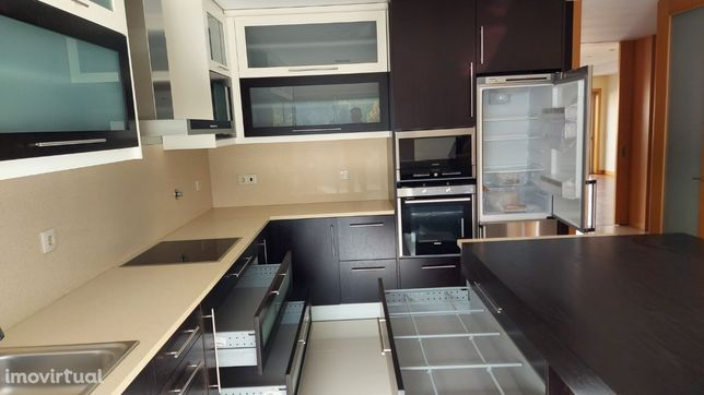 Moradia T4 com duas suites - Carvalhos
