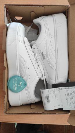 Базові білі кросівки