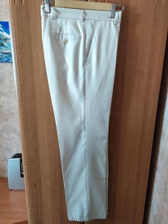 Белые штаны от фирмы Kurgan (в описание весь костюм)