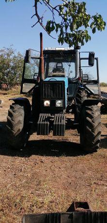 Продам трактор 1221