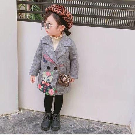 Пальто осеннее,демисезонное для девочки.Очень стильное,яркое.
