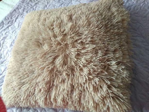 Poduszka futrzak włochata beżowa 40x40 cm stan idealny Rm1000