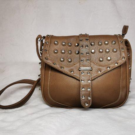 Oryginalna, brązowa torebka z ćwiekami