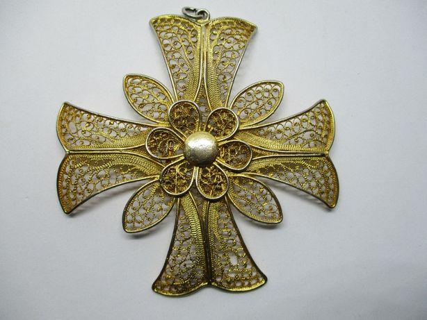 cruz de malta pingente em metal