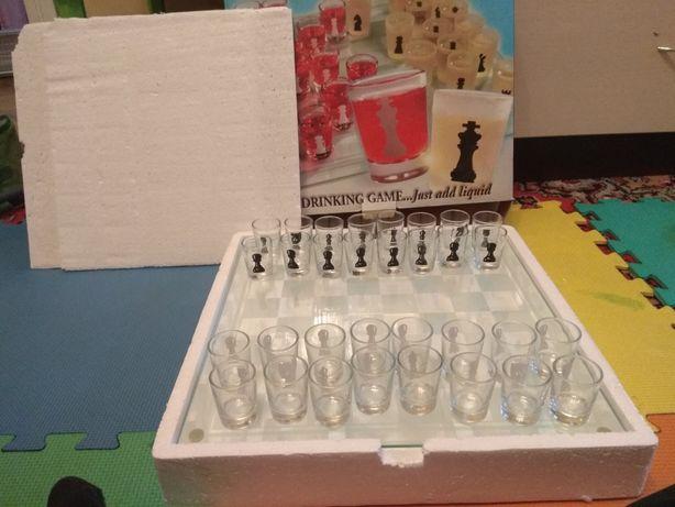 Шахи шашки скляні