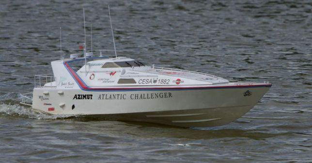 Azimut Atlantic Challenger радиоуправляемый катер.Кутой набор.
