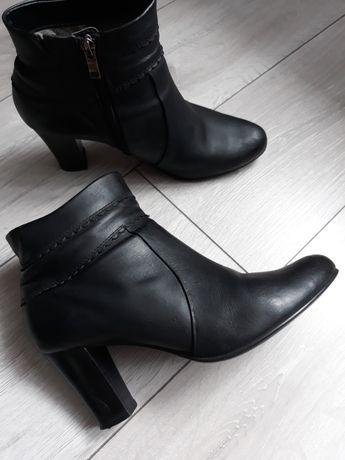 Czarne skórzane botki Caprice