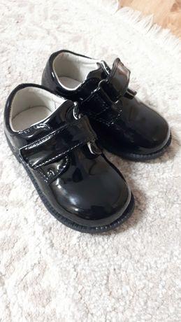 Дитячі взуття   (туфлі)