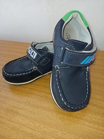 Туфли для мальчика 26 размер.