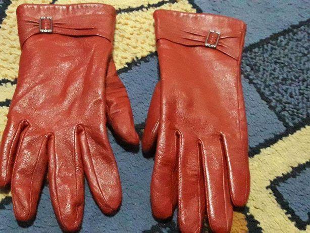 Rekawiczki skórzane czarne i czerwone