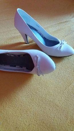 Białe ślubne buty 37