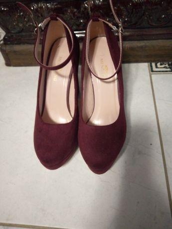 Продам туфлі замшеві