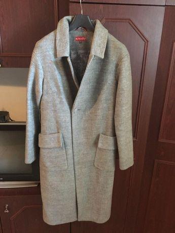 Стильне осіннє пальто
