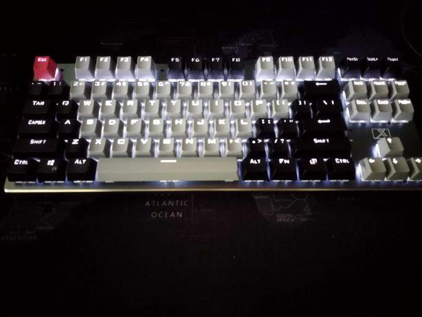 Bezprzewodowa klawiatura mechaniczna   niebieskie przełączniki