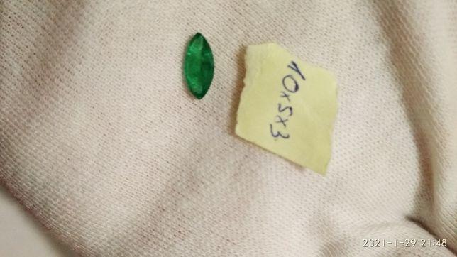 берилл, изумруд 10 мм на 5 мм, маркиз
