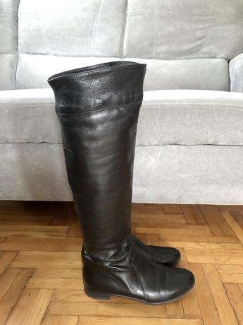 Czarne buty zimowe kozaki muszkieterki Venezia
