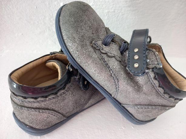 Sapatos menina marca chicco tam. 23