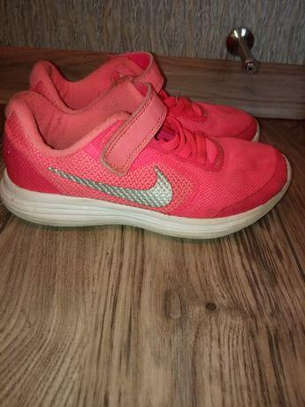 Кроссовки детские размер 28,5 Nike 50 грн.,New Balance 100 грн.