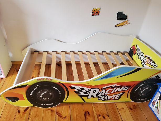 łóżko dziecięce z nowym materacem autko