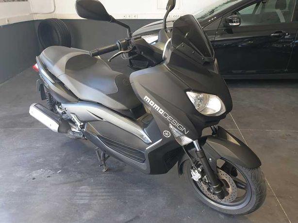 Yamaha Xmax 250 MOMOdesign