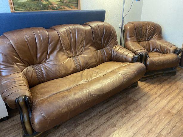 Кожаная мебель: диван и кресло