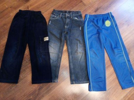 Zestaw trzech par spodni dla chłopca
