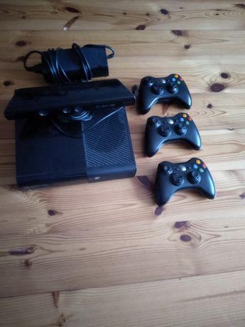 Sprzedam Xbox 360 + Kinect + 3 pady + zasilacz.