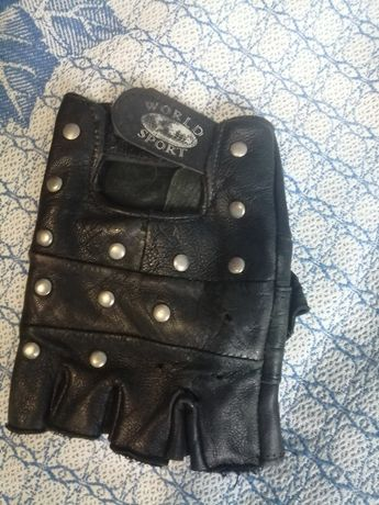 Перчатка потерта