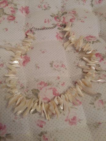 Korale białe z masy perłowej