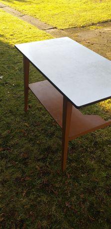 Stary stabilny stół
