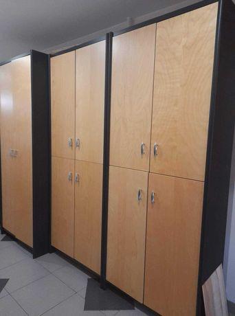 Trzy segmentowe szafy