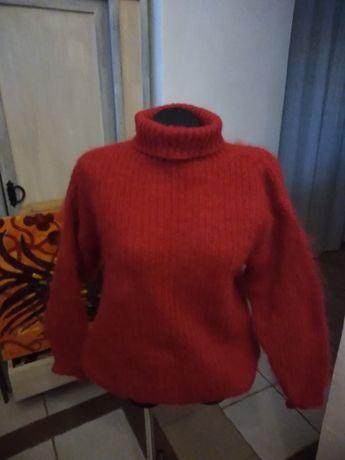Свитер женский мохеровый красного цвета