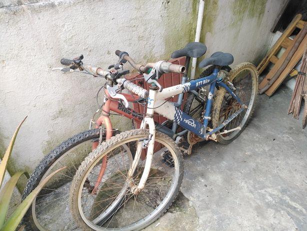 Duas bicicletas para restauro